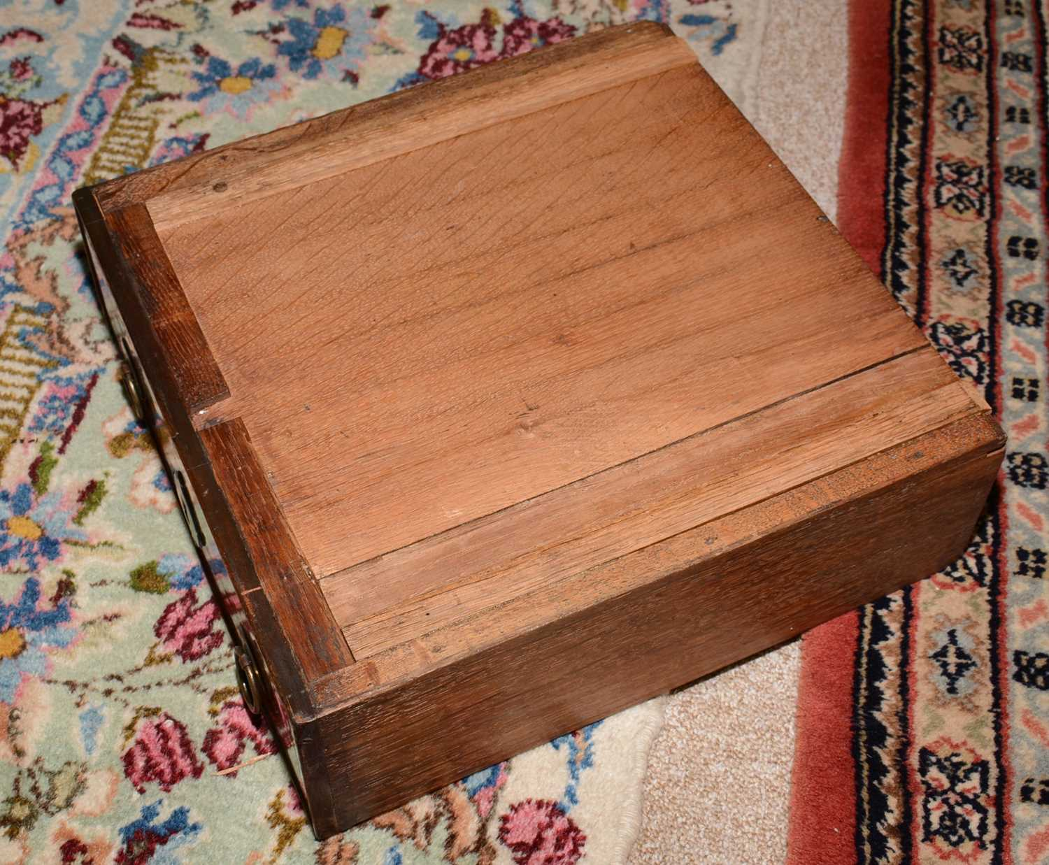 Early 18th Century walnut bachelors chest - Image 32 of 39
