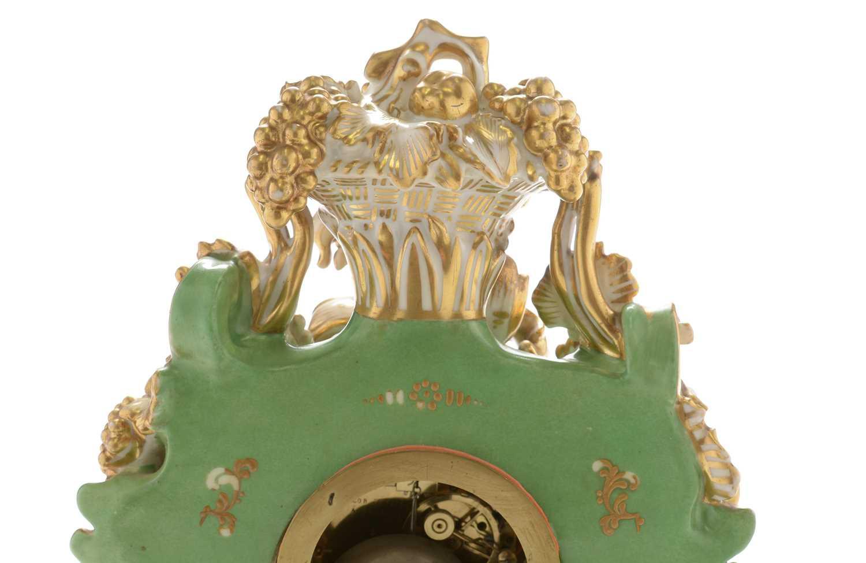 Jacob Petit porcelain mantel clock and stand - Image 4 of 20