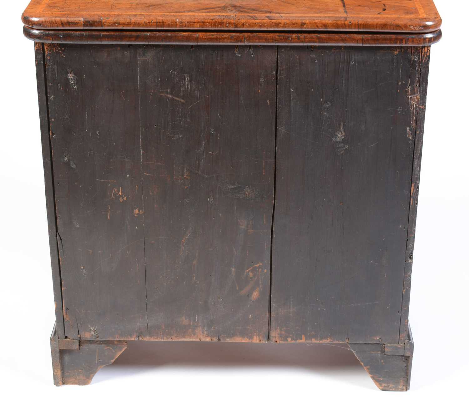 Early 18th Century walnut bachelors chest - Image 5 of 39