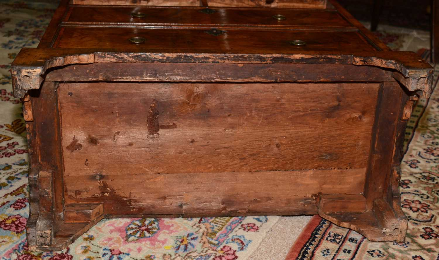 Early 18th Century walnut bachelors chest - Image 22 of 39