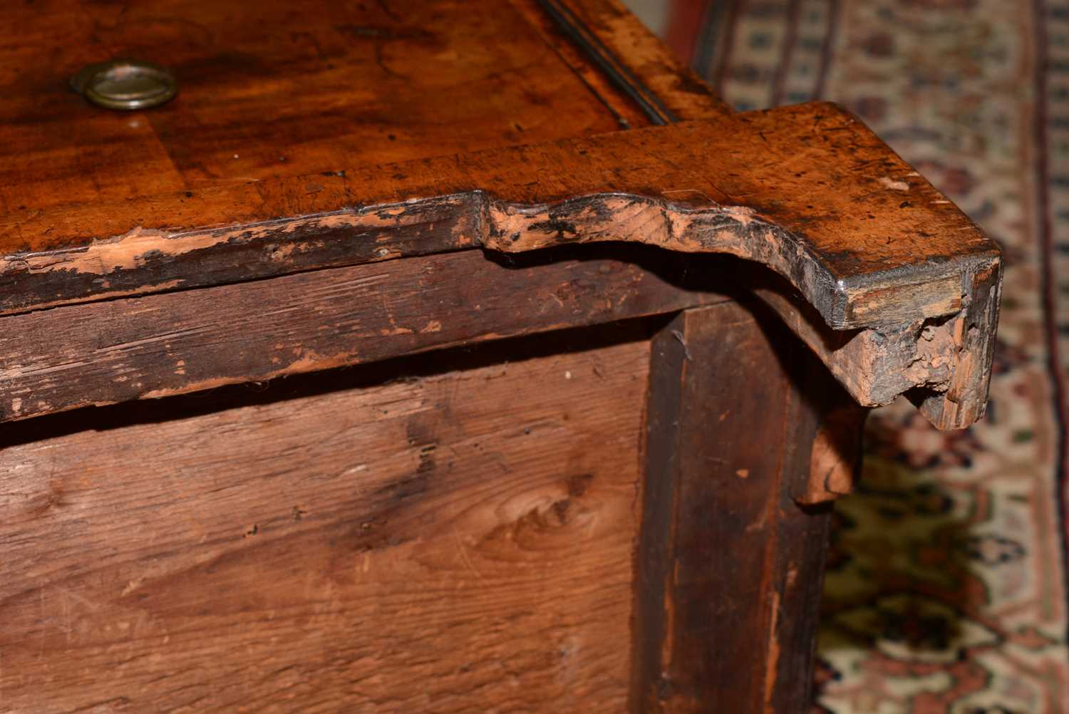 Early 18th Century walnut bachelors chest - Image 24 of 39