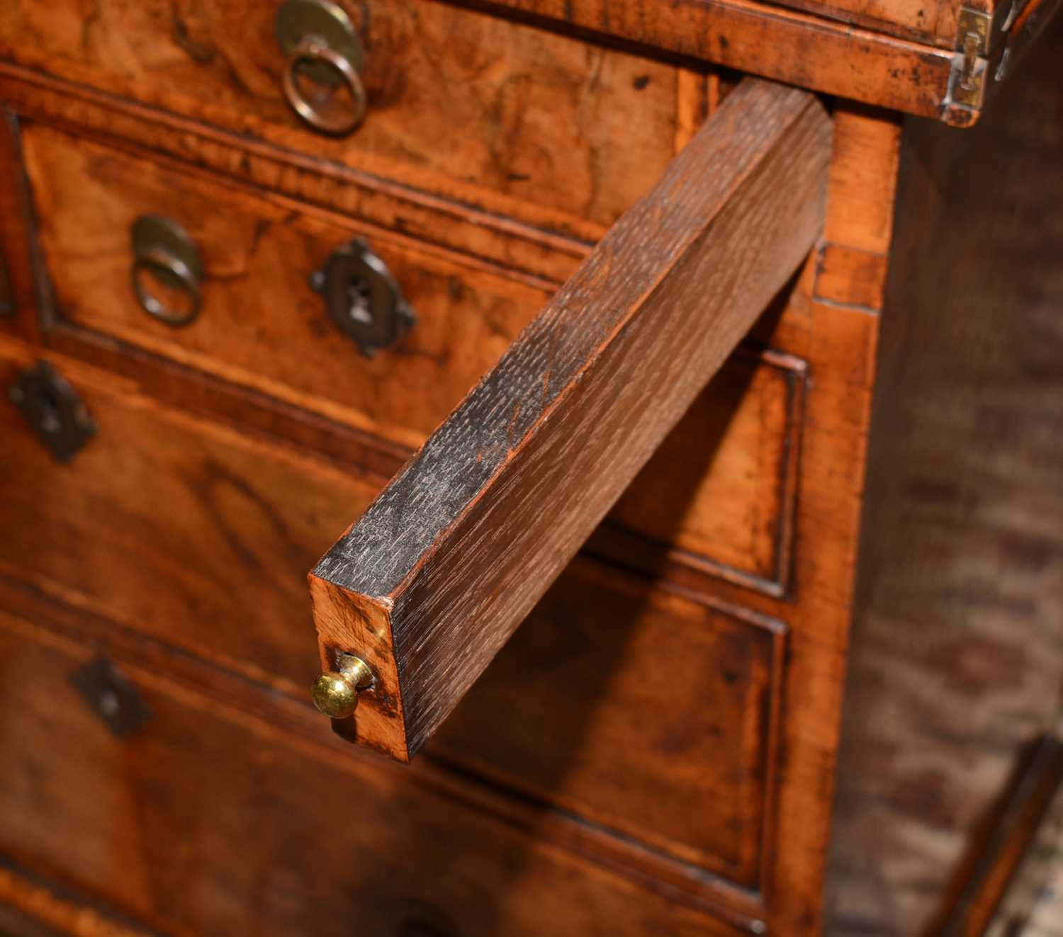 Early 18th Century walnut bachelors chest - Image 17 of 39