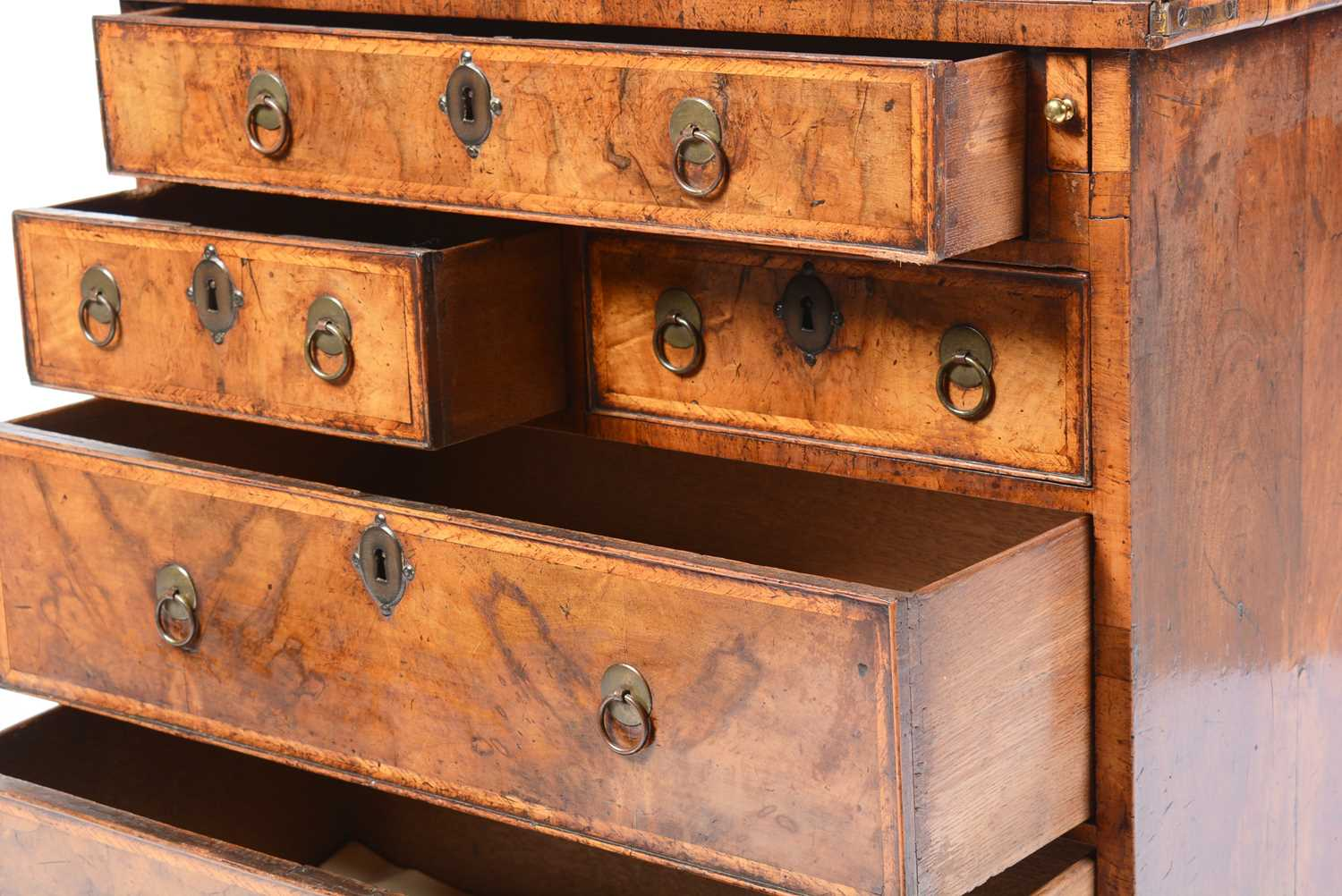 Early 18th Century walnut bachelors chest - Image 4 of 39
