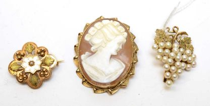 Three vintage 9ct gold brooches.
