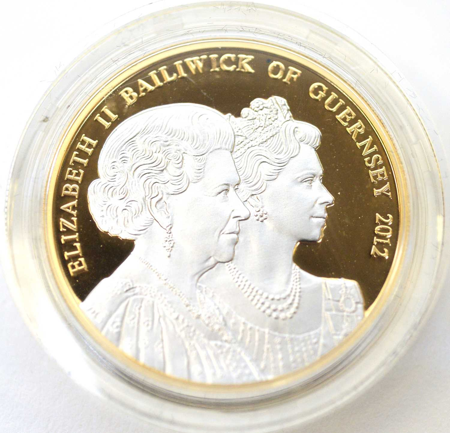 A Diamond Jubilee 22ct gold piedfort £5 Guernsey crown - Image 3 of 4
