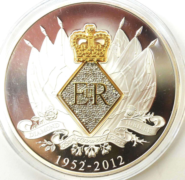 Diamond Jubilee 60-diamond 5oz silver medal - Image 4 of 4
