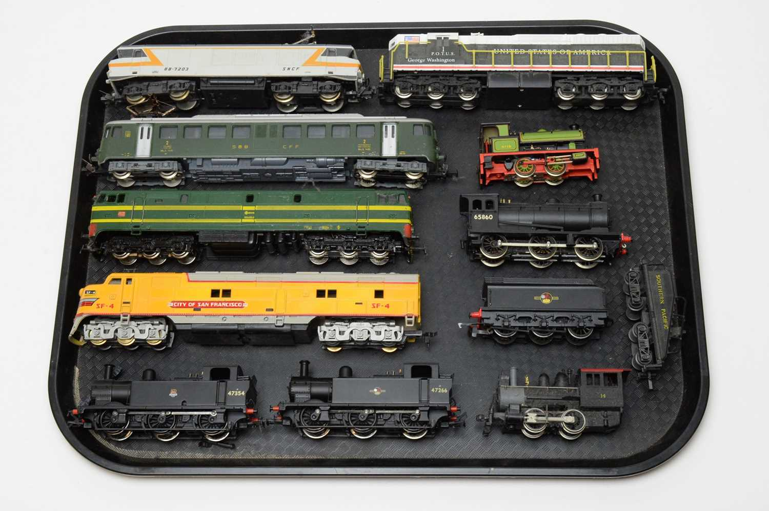 Ten 00/HO-gauge unboxed trains and locomotives, various makers.