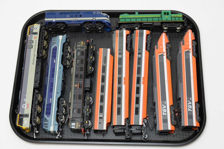 Six 00/HO-gauge unboxed trains.