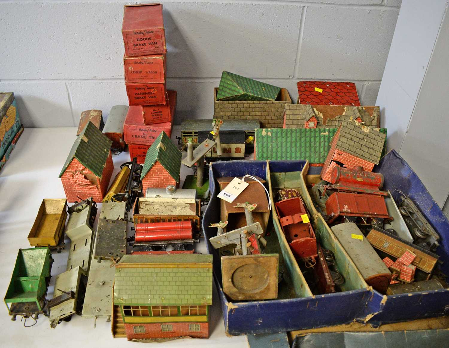 Qty 0-gauge model railway, and other accessories.