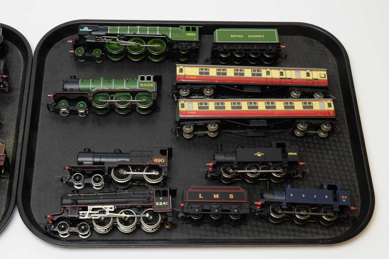 Fourteen unboxed Hornby 00-gauge locomotives with tenders and carriages. - Image 3 of 3