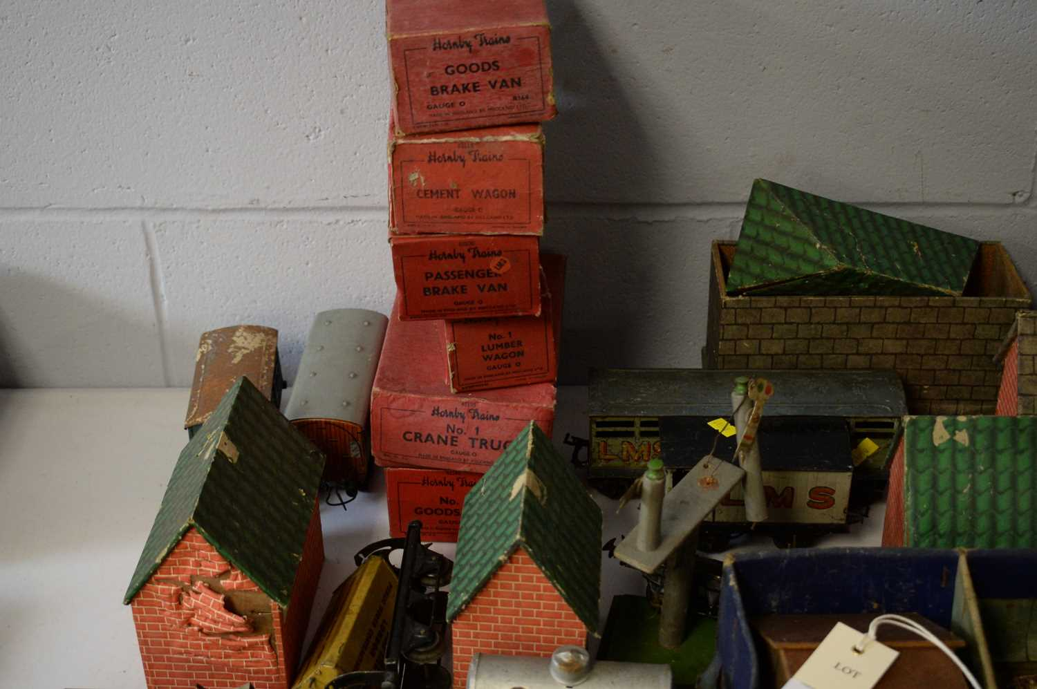 Qty 0-gauge model railway, and other accessories. - Image 3 of 3