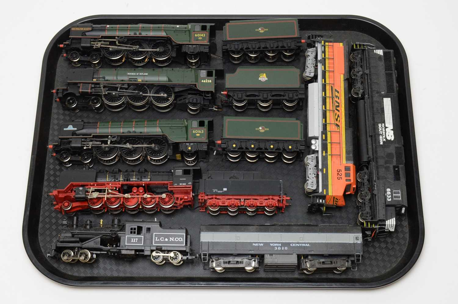 Seven 00/HO-gauge unboxed trains and tenders.