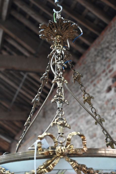 A hand painted French frosted glass brass mounted swag ceiling light - Image 4 of 4