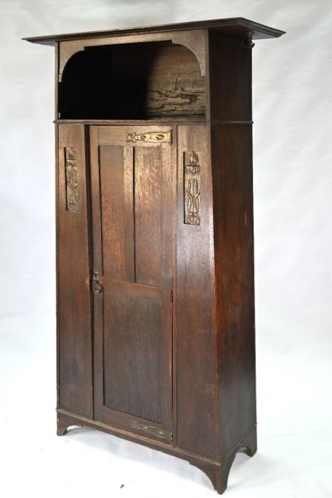 An Art & Crafts oak hall cupboard in the manner of Liberty & Co - Image 5 of 5