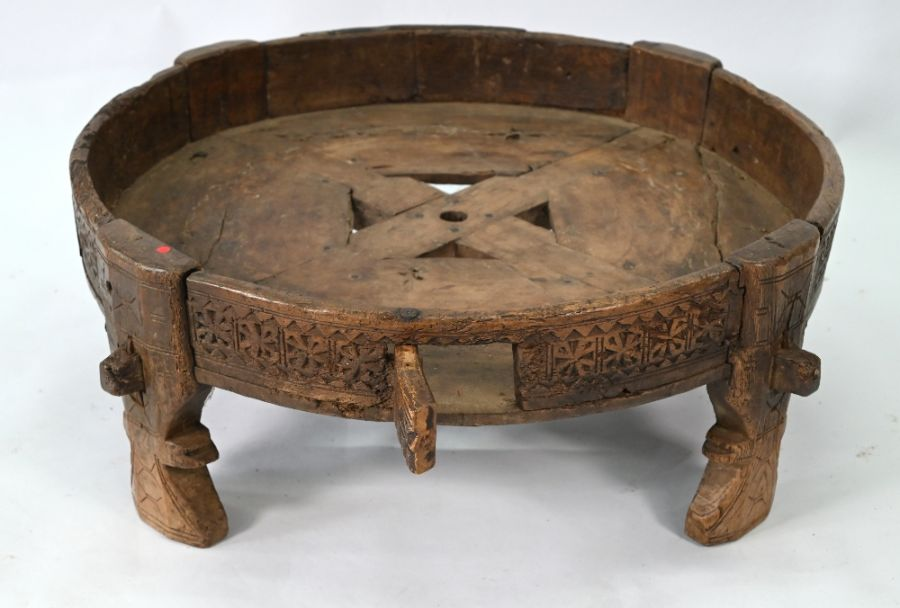 An antique Indian carved table - Image 4 of 5