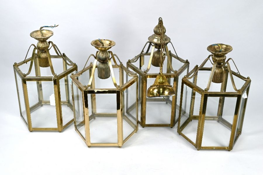 A set of four contemporary Georgian style hanging lanterns (4)