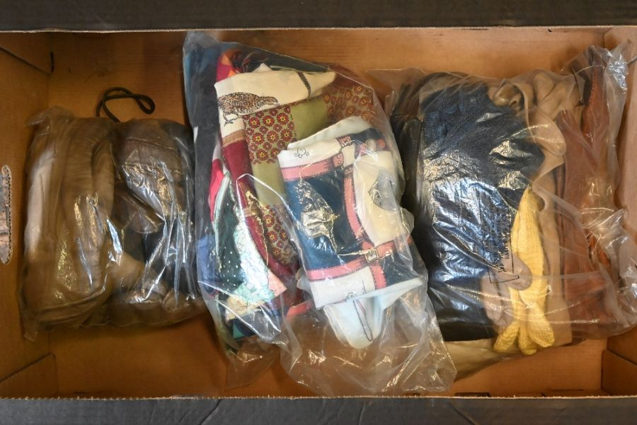 Various vintage handbags and other accessories - Image 2 of 2