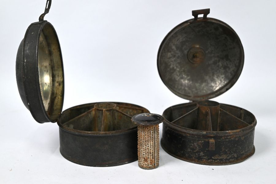 Two early 19th century japanned tin spice boxes - Image 3 of 3