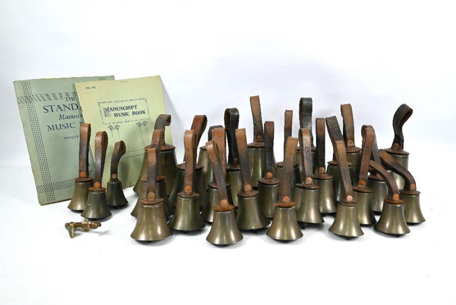 A set of twenty-nine handbells - Image 2 of 4