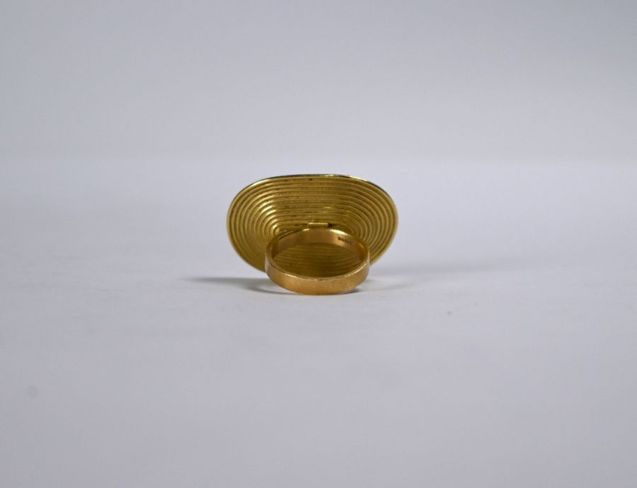 An oversize 18ct gold and diamond ring - Image 4 of 5