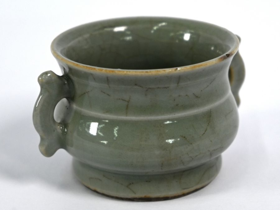A Chinese Ge style small censer, 4.5 cm high