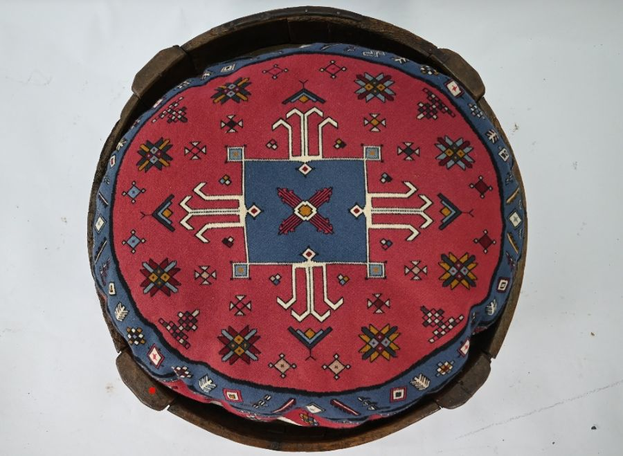 An antique Indian carved table - Image 2 of 5