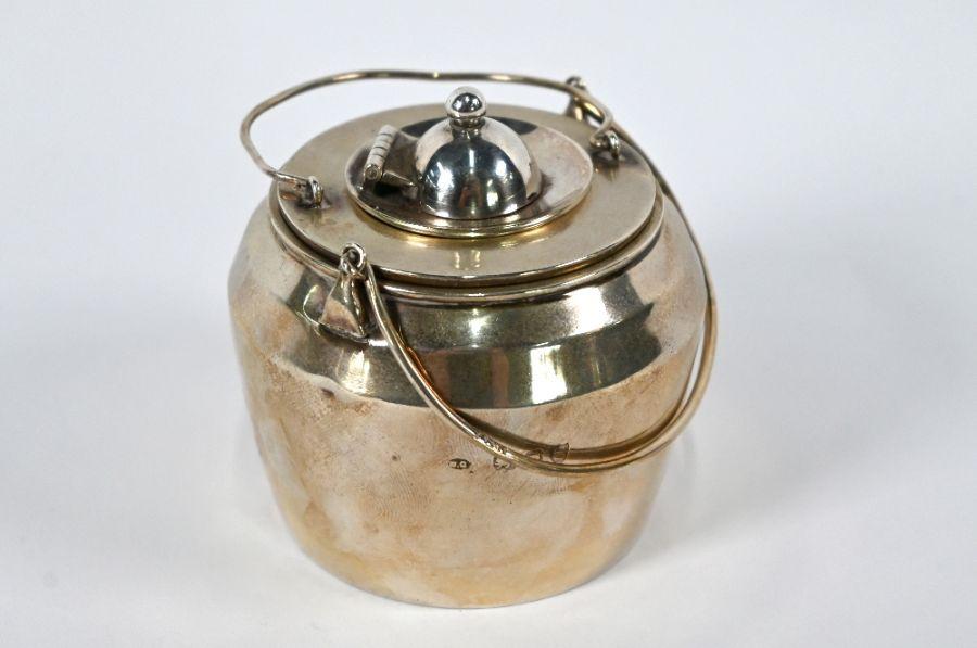 Victorian silver novelty 'glue pot' table lighter