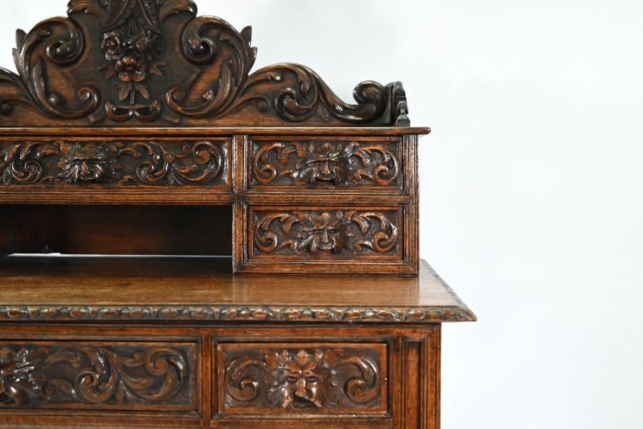 An antique Continental carved oak desk - Image 3 of 7
