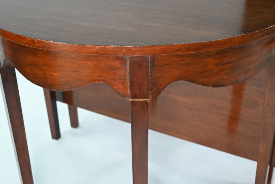 A late George III mahogany D-end dining table - Image 3 of 3