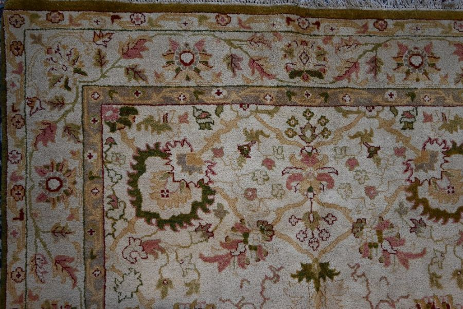 An Indian Agra carpet, 280 cm x 184 cm - Image 2 of 3