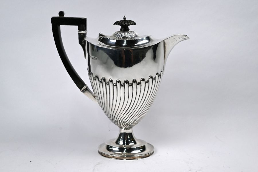 Late Victorian silver coffee pot - Image 2 of 5