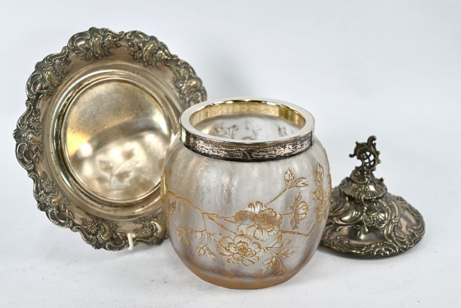 German .800 grade silver-mounted biscuit barrel on stand - Image 3 of 5