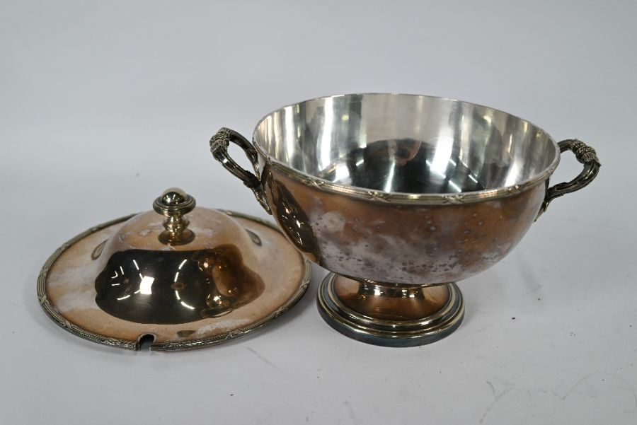 Electroplated soup tureen and four entrée dishes and covers - Image 4 of 4