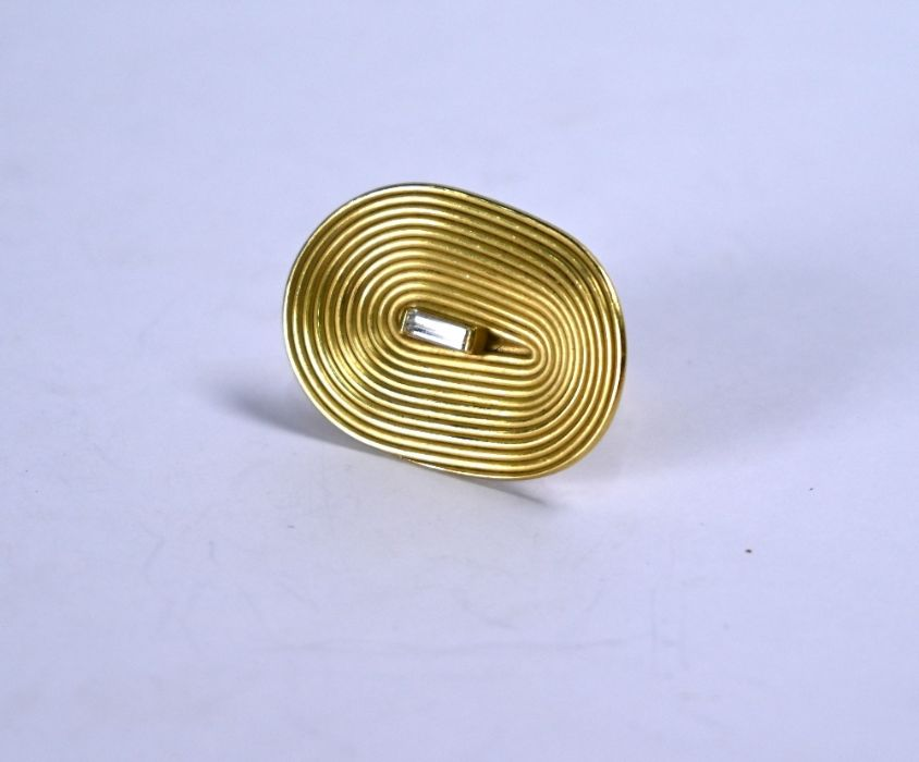 An oversize 18ct gold and diamond ring - Image 3 of 5