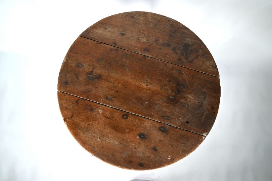 A 19th century stripped pine cricket table - Image 2 of 4