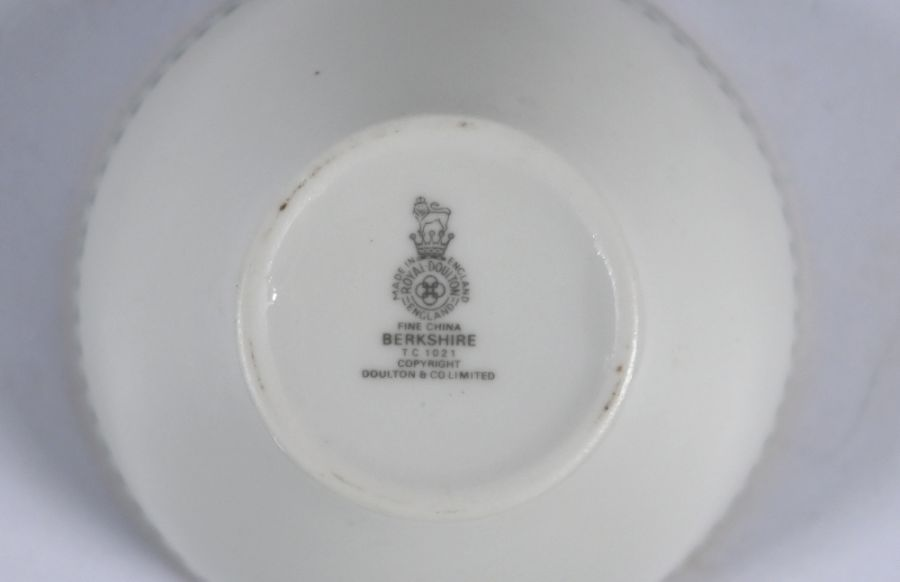 Extensive Royal Doulton 'Berkshire' pattern dinner/coffee service - Image 5 of 5