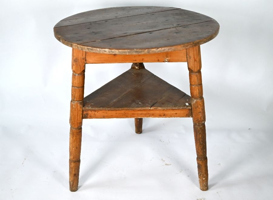 A 19th century stripped pine cricket table - Image 3 of 4