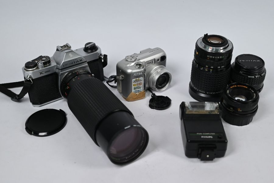 Collection of cameras - Image 2 of 2