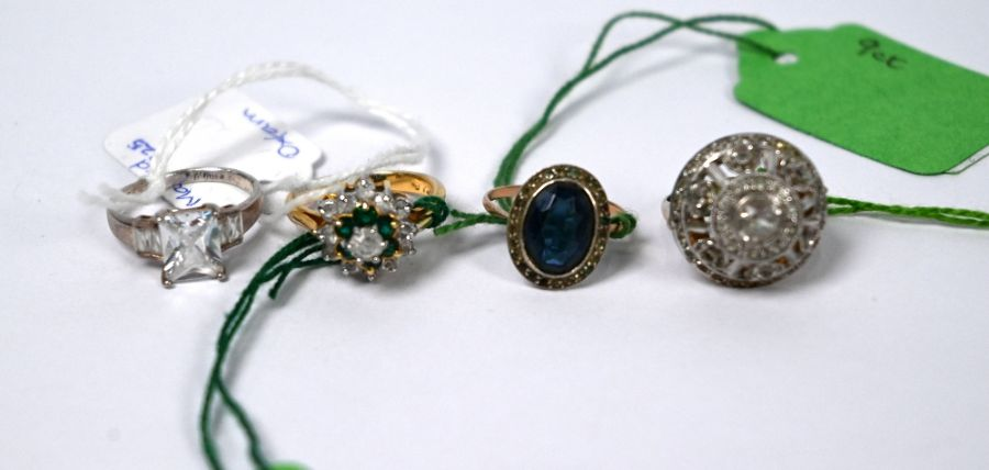 A mixed collection of jewellery and other items - Image 2 of 4