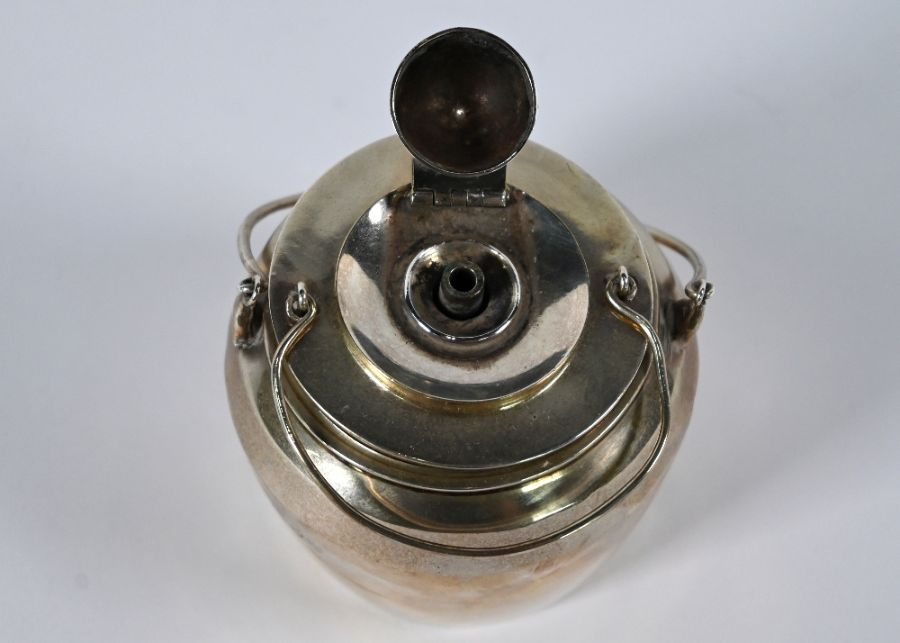 Victorian silver novelty 'glue pot' table lighter - Image 3 of 4