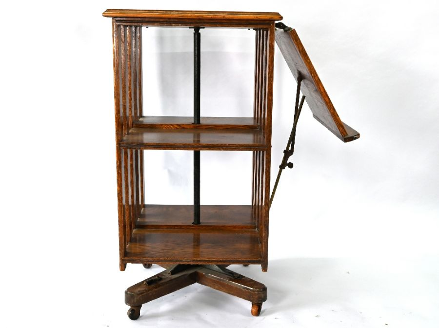 An early 20th century oak three tier revolving bookcase - Image 2 of 3