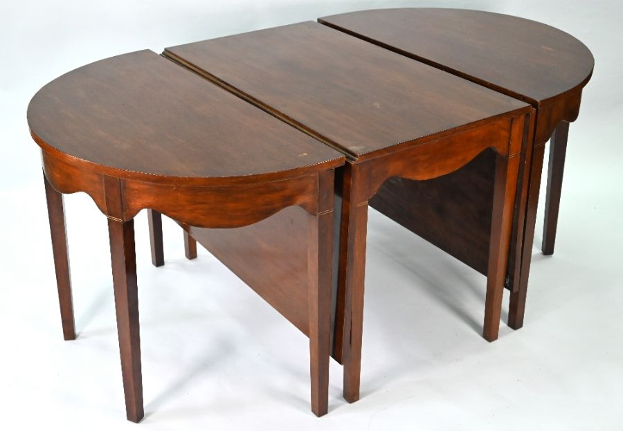A late George III mahogany D-end dining table - Image 2 of 3