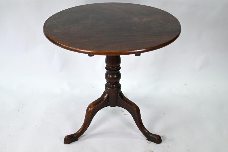 A Georgian mahogany circular tilt-top tripod table - Image 2 of 4
