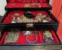 Assorted costume jewellery including brooches,