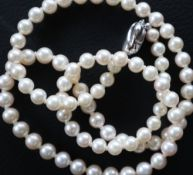 A pearl necklaces.
