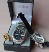 A Gentleman's Seiko 5 automatic wristwatch, with a black dial,