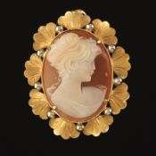 Ladies' Retro Gold and Carved Cameo Brooch Pendant