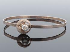 Sten & Laine - Armreif Finnland, Si 925, oval, Mittelteil: stilisierte Blütenform, satiniert,