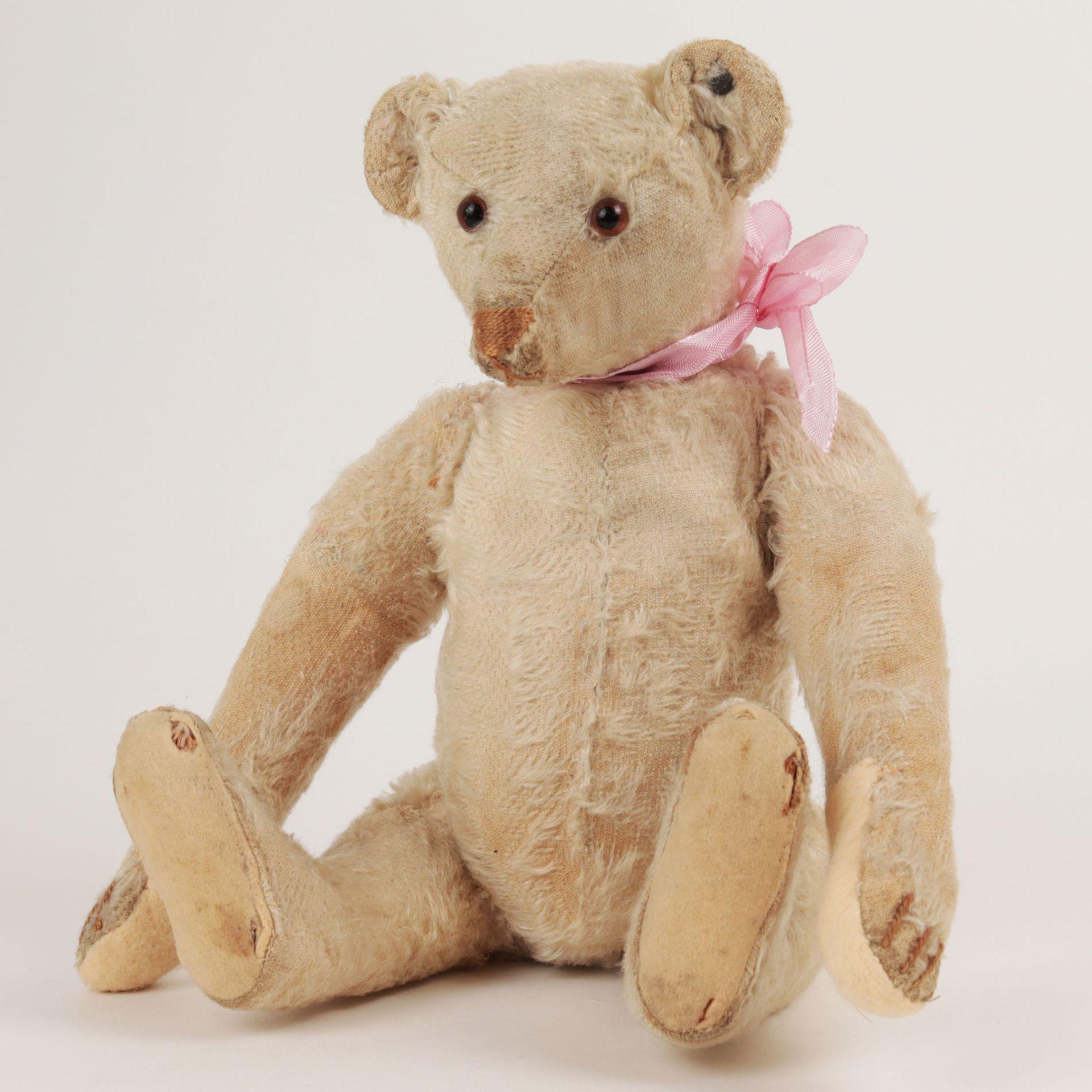 Steiff – Teddybär um 1930, Knopf im Ohr (mit heruntergezogenem 'f'), heller Mohairb