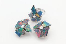 Diamant/Opal - Set 2-tlg., WG 750, Damenring u. Ohrclips, asymmetrische Blüten besetz